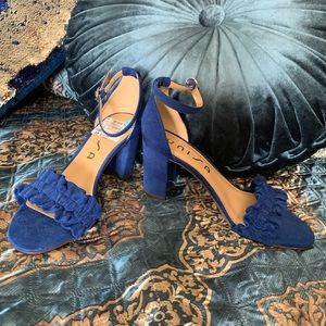 NWT Unisa Size 6 in royal blue